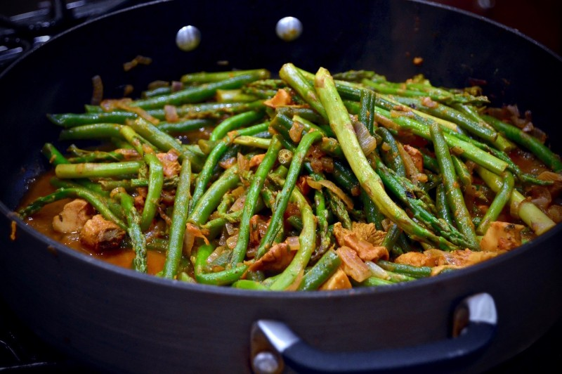 Finishing touches on the green bean-mushroom-onion sauté, simmering on low